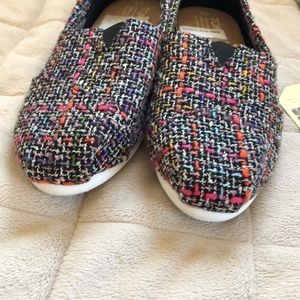 Toms Shoes - 🆕 TOMS Black Pink Mix Boucle Shoes